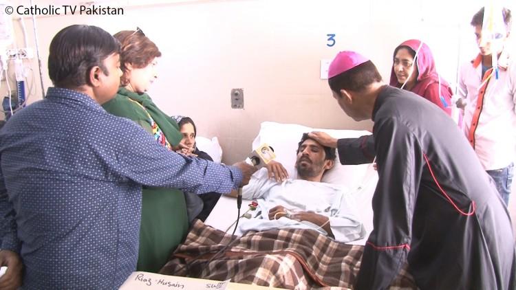 El Arzobispo Shaw durante su visita a las víctimas (tanto cristianas como musulmanas) del ataque terrorista en un parque público en Lahore en el Domingo de Resurrección. Más de 300 personas resultaron heridas y 72 fueron asesinados.